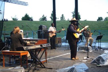 Eugene Hideaway Bridges Band, photo Waterfront Blues Festival