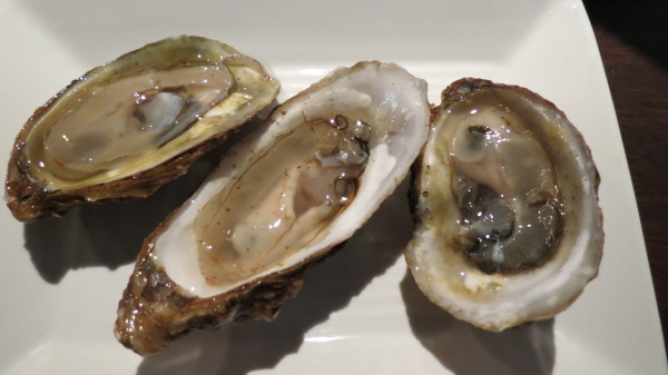 Malpeque and Fanny Bay Oysters at Pearl Diver