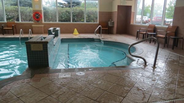 Whirlpool and indoor pool at Courtyard Marriott Niagara Falls