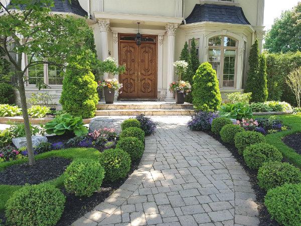 This garden provides a regal walkway on Mark's Choice Through The Garden Gate 2018.