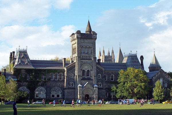 University College at U of T, photo by Jphillips23 - Own work, CC BY-SA 3.0, https://commons.wikimedia.org/w/index.php?curid=4328864