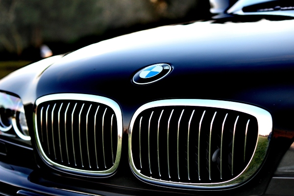 Tips for buying a used luxury vehicle -1838744_1920, photo pexels from pixabay