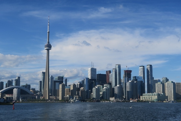 Find out the best reasons for moving to Toronto, photo AdamHillTravel on Pixabay