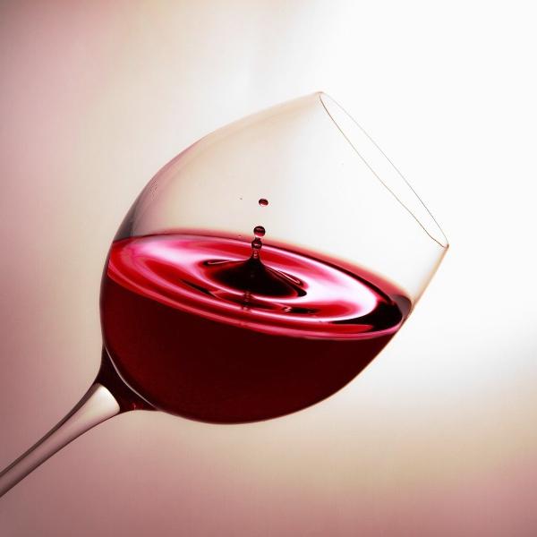 Read these wine hacks to look like a wine expert, photo Christine Sponchia from Pixabay