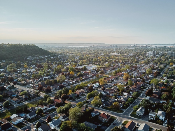 Find out about the benefits of moving to Hamilton, photo max-schramp-hDZDV_UolcM-unsplash